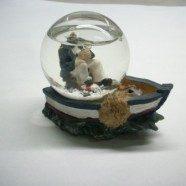 Bolla con barca e marinaio resina