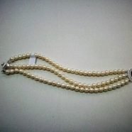Bracciale tre fili perle con chiusura cammeo