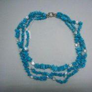 Collana tre fili turchese con perle piatte