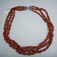 Collana tre fili rondelle corallo con pallini agata nera