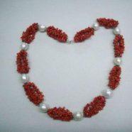 Collana con quattro fili corallo e perle