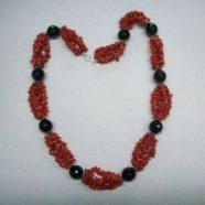 Collana quattro fili corallo con agata nera