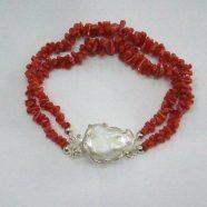 Bracciale con corallo e perla centrale